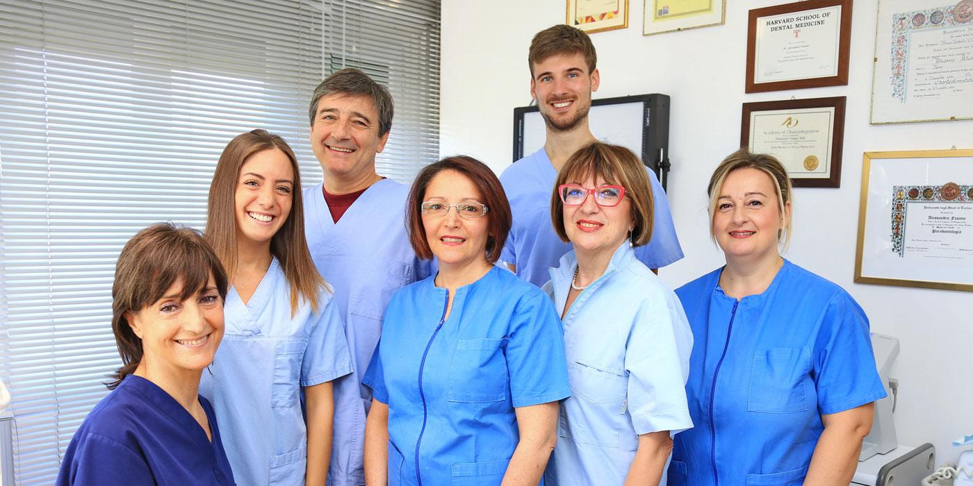 Un team esperto che lavora col sorriso